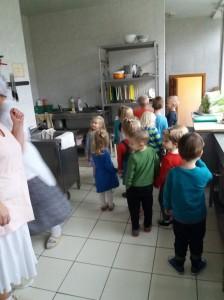 eziukai-virtuveje-1